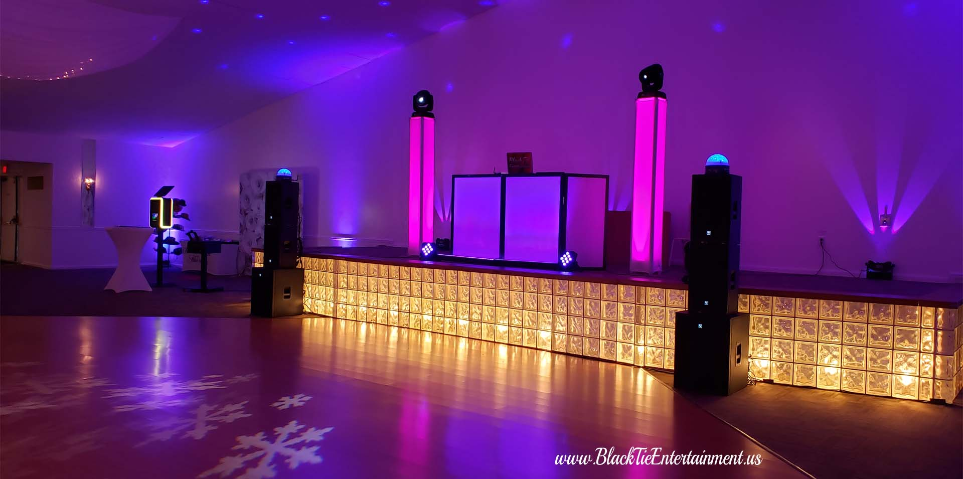 Up Lighting - Black Tie Entertainment at Michauds in Strongsville